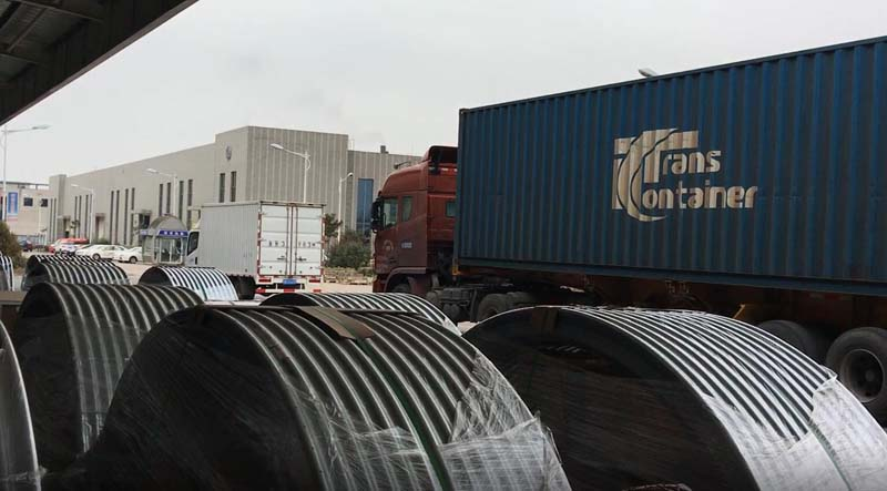 pig feeding silo container loading